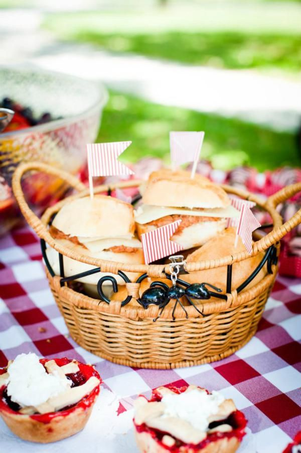 love the flags and red and white gingham - so picnicy!!