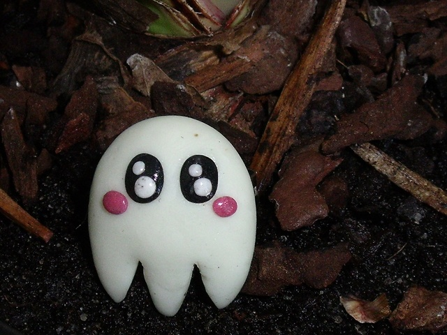 Blog de petites-gourmandises55 : les bijoux fimo du 55 !, bague fantôme pacman