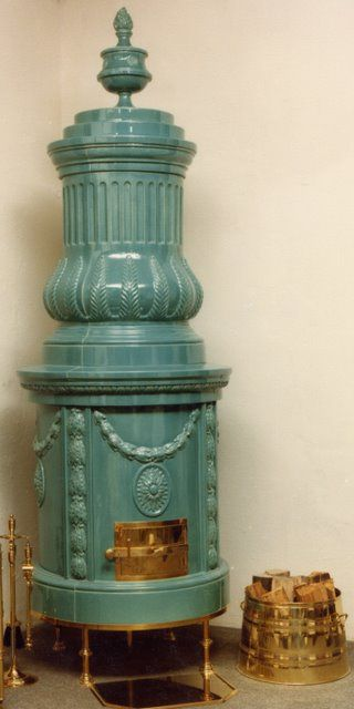 fessler-traditioneller-kachelofen-empireofen - must be German for beautiful old stove!