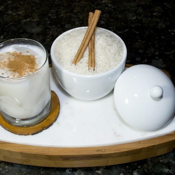 Aprende a preparar chicha venezolana con esta rica y fácil receta.  La chicha es una de las bebidas típicas de Venezuela. Hecha a base de arroz y leche forma parte d...