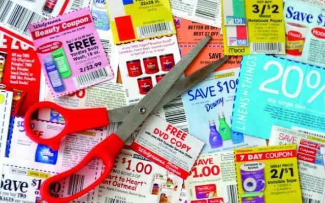 I COUPON: molti italiani non sanno più farne a meno spinti dalla necessità di risparmiare Per alcuni un vero e proprio lavoro andare a caccia dei coupon distribuiti su riviste, giornali e siti internet ed esibiti alla cassa del supermercato, i coupon fanno risparmiare milioni di euro alle #coupon #buonispesa #risparmio #sconti