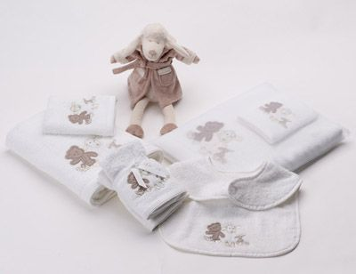 'Baby Lamby' Kids Towel range includes; Bath towel, face washer, bib and soft toy!
