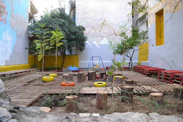 Urban Intervention in the form of a DIY Pocket Park at Pausaniou Str. Pagrati,  Athens by Atenistas / Πάρκο τσέπης απο επαναχρησιμοποιημένα υλικά - Οδός Παυσανίου, Παγκράτι, Αθήνα απο τους Αtenistas
