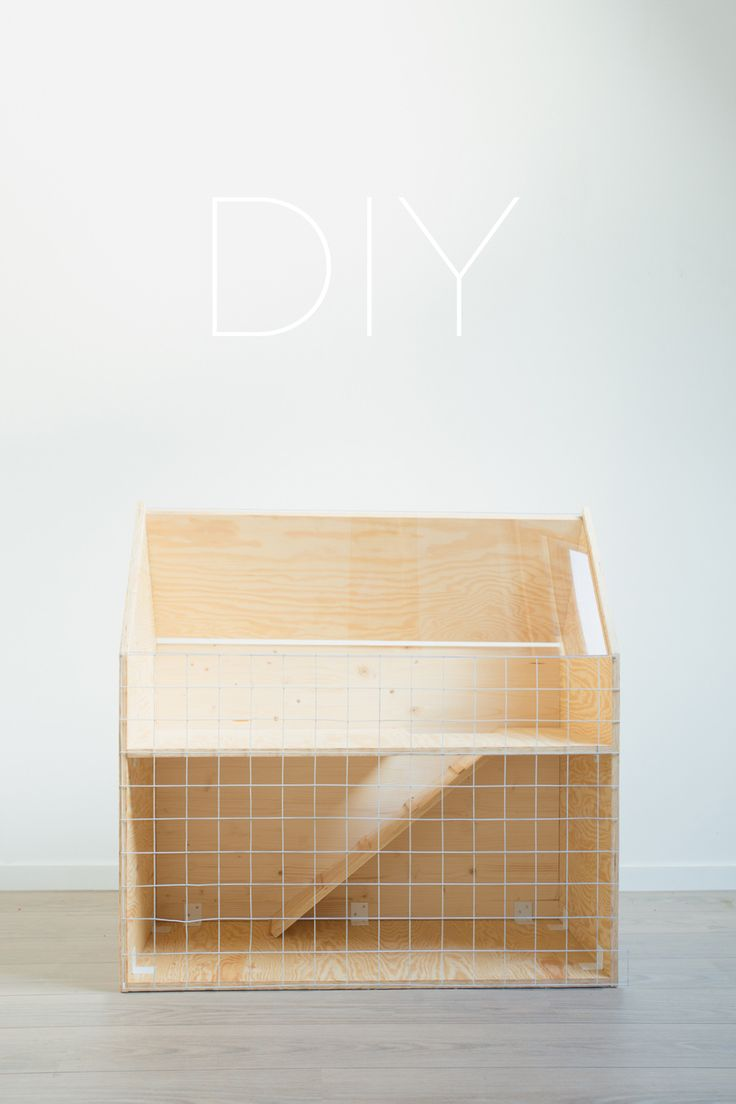 Homemade Rabbit Hutch/Cage made out of Plywood. Custom Nordic Design - Cage à lapin fait maison - Architecture miniature