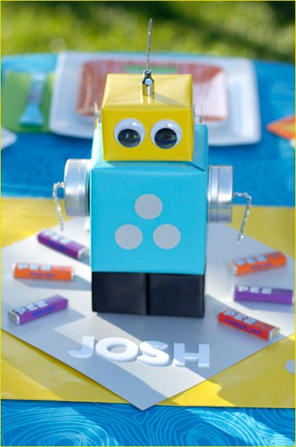 robot party - cute table topper: Robots Parties, Birthday Parties, Boys Parties, Robots Birthday, Parties Ideas, Birthday Decor, Gifts Boxes, Parties Centerpieces, Birthday Ideas