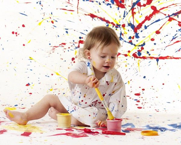Nu esti sigura daca doresti sa il inscrii pe copil la gradinita? Afla cum contribuie timpul petrecut la gradinita la dezvoltarea copilului mic si de ce e educativa.