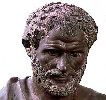 Aristótelesse propunha a conhecer a realidade por dedução, através da potência do que poderia vir a ser, a matéria tinha o poder para isso, de fazer a mudança que quisesse. Criou os primórdios da dialética.