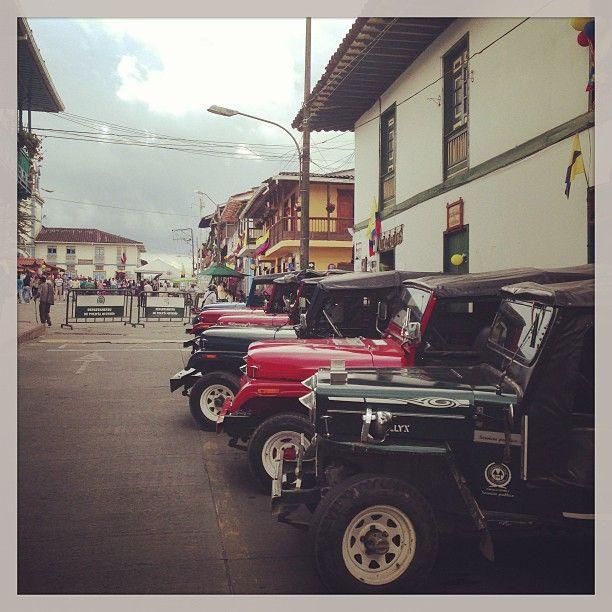 Jeep Willys en la Plaza Bolivar de Filandia, Quindio. Foto gracias a http://instagram.com/caresco60