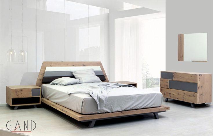 Κρεβατοκάμαρα olive από ξύλο δρυς ρουστίκ σε φυσικό λούστρο το οποίο δίνει μια άλλη εντελώς διαφορετική όψη από τα συνηθισμένα.Οι εξωτερικές διαστάσεις είναι 2,90*2,20 με υπολογισμένο στρώμα 160*200.... (more)