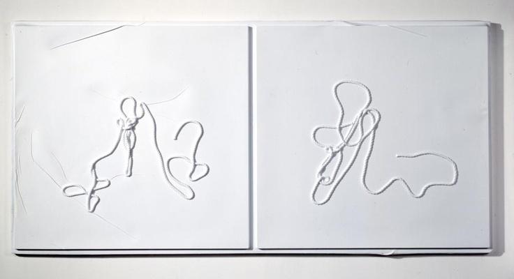 Seth Price, New way of Life, 2011, Acrylique sur plaque de polystyrène thermoformée, corde, 115,6 x 233,7 cm, Collection privée, Courtesy de l'artiste et Galerie Chantal Crousel.