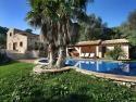 Casa rural en Petra (Mallorca). Alojamiento coqueto y grande con vistas a la montaña. Tiene capacidad para 9 personas
