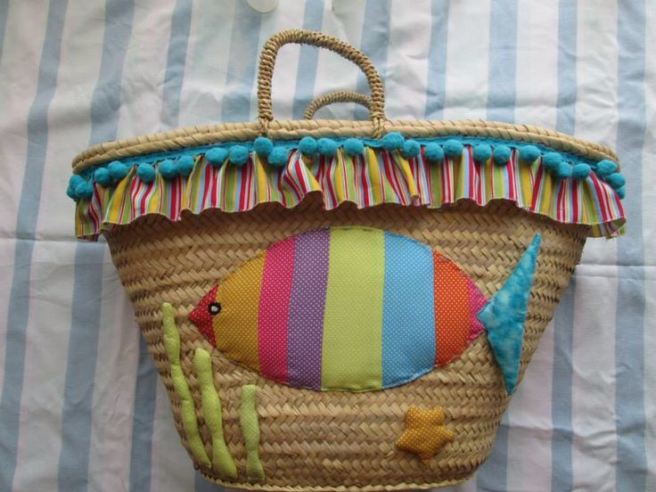 Cesta decorada para a praia. Patchwork... https://www.facebook.com/ScissorsandTissues