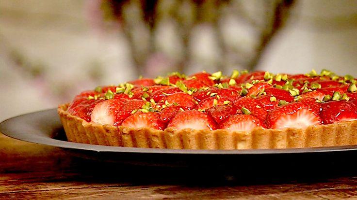 Jordbærterte med sitronfromasj ble det denne gangen. Du kan variere hvilken fruktsmak du vil ha på fromasjen og hva slags bær eller frukt du bruker på toppen.