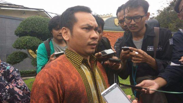 Advokat GNPF-MUI: Jaksa Sebut Ahok Terbukti Menista Islam Tapi Hanya Dituntut Hukuman Percobaan  Nasrulloh Nasution  JAKARTA (SALAM-ONLINE): Terdakwa kasus penistaan agama Basuki Tjahaja Purnama alias Ahok dituntut 1 tahun hukuman dengan masa percobaan 2 tahun oleh Jaksa Penuntut Umum (JPU) dalam sidang yang digelar di Auditorium Gedung Kementerian Pertanian RI Ragunan Jakarta Selatan Kamis (20/4).  Tuntutan pidana percobaan tersebut didasari pada kesimpulan hukum JPU bahwa Ahok telah…