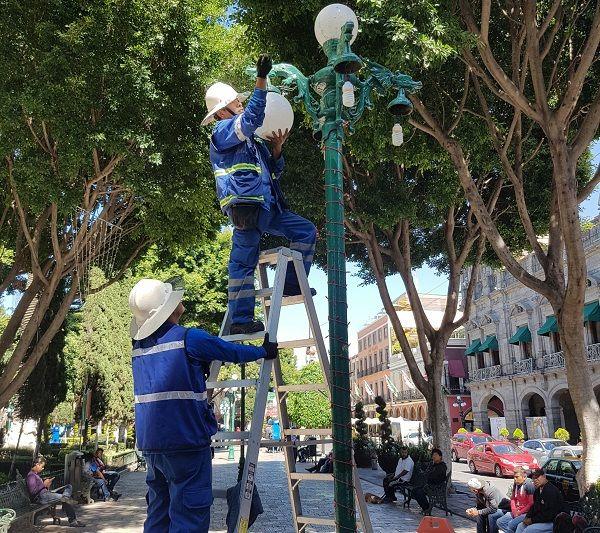 Ayuntamiento de Puebla limpia el zócalo para el grito
