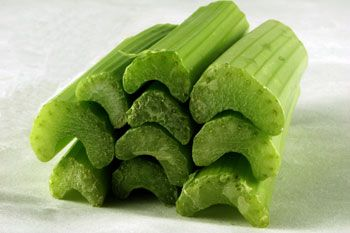 Bleekselderij is lekker door een salade maar een ovenschotel met bleekselderij is ook niet te versmaden!!