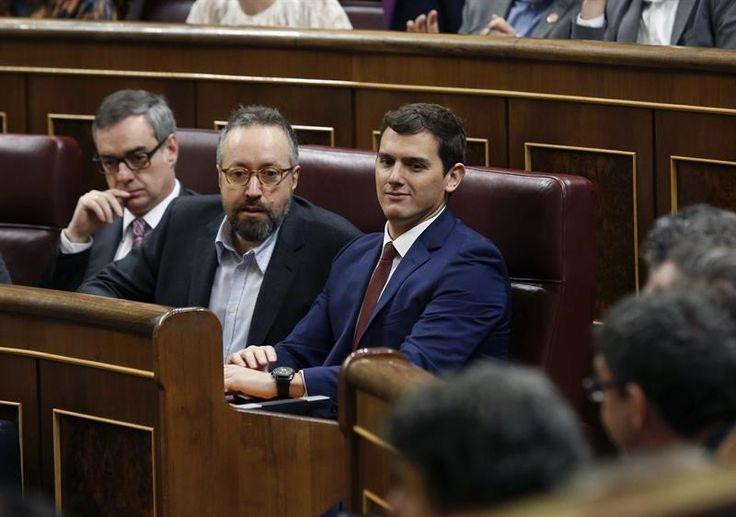 Juan Carlos Girauta a la mujer : Tú parir, yo legislar http://www.eldiariohoy.es/2017/07/juan-carlos-girauta-a-la-mujer-tu-parir-yo-legislar.html?utm_source=_ob_share&utm_medium=_ob_twitter&utm_campaign=_ob_sharebar #JuanCarlosGirauta #ciudadanos #pp #derecha #fachas #españa #corrupcion #corruptos #denuncia #gente #protesta #feminismo