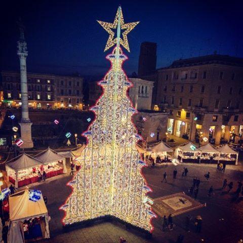 A #christmastree Made of  lights, 23m, is the highest in the word (of this kind). Come and see it in #lecce #salentodolcevita. / #alberodinatale di luminarie, 23m, il più alto al mondo nel suo genere. Questo #Natale, a #lecce.