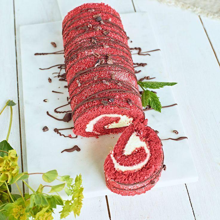 Red velvet Rulltårta är en riktig klassiker som passar perfekt till både vardag och fest.