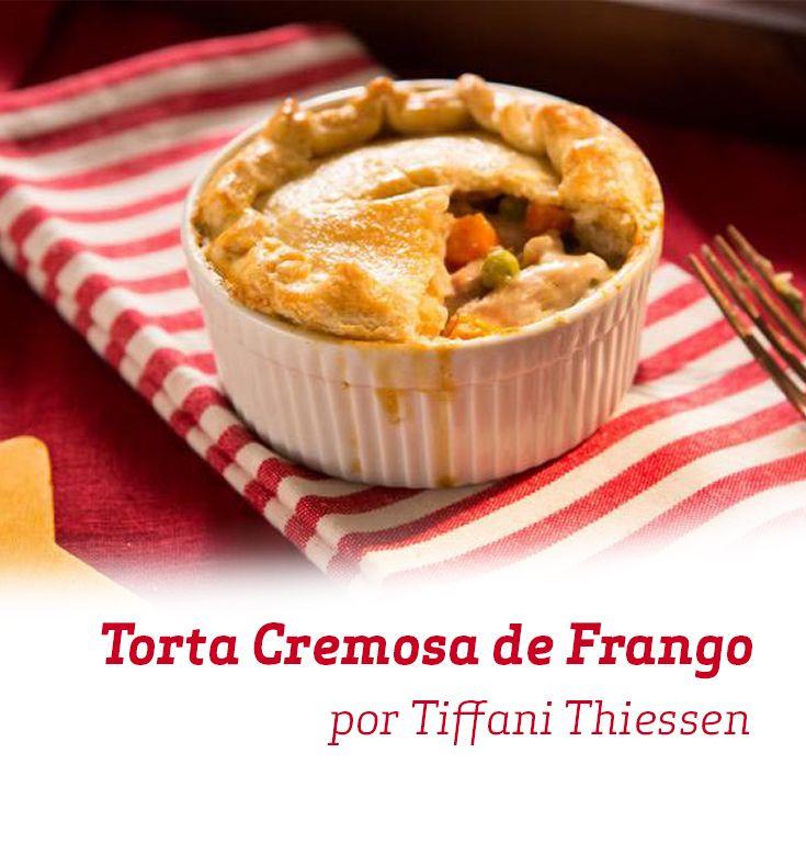 A clássica Torta Cremosa de Frango ganha uma deliciosa versão feita pela querida Tiffani Thiessen. Faça e se surpreenda com o sabor!