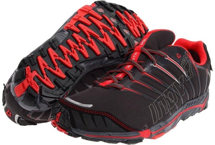 Inov-8 Terrafly 313 GTX Trail Schoenen - Sport-Balance.nl Inov-8 lanceert de nieuwe Terrafly 313 GTX. De Terrafly is ontworpen voor lopers die zowel op de weg en over trails lopen.  Veel lopers leven in stedelijke gebieden en hebben daardoor altijd te maken met deze combinatie van ondergronden.  De zolen van Inov-8's nieuwe Terrafly schoenen zijn geoptimaliseerd om de overgang tussen beide ondergronden in alle comfort mogelijk te maken.