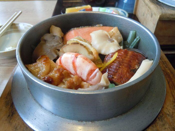 """2012年1月よりテレビ東京系で放送が始まった「孤独のグルメ」。この人気シリーズも、すでにシーズン5まで放送済み。夜食テロと呼ばれ、""""聖地巡礼"""" と実際の飲食店を訪れる人も多いテレビドラマシリーズです。今回は、東京から飛び出してグルメを満喫した出張編をお届け。米どころ【新潟県】の店をまとめてご紹介します!"""