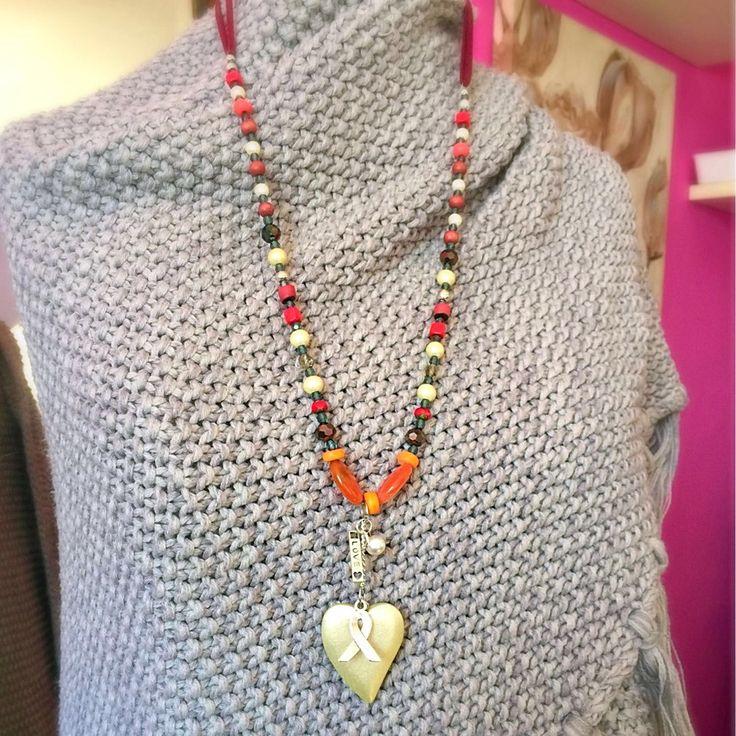 Een persoonlijke favoriet uit mijn Etsy shop https://www.etsy.com/nl/listing/520859985/necklace-red-orange-ribbon-inspired-with