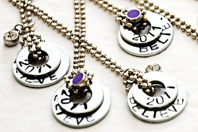 DIY Washer Necklaces. So cute, so easy.  Inspiring post to boot!