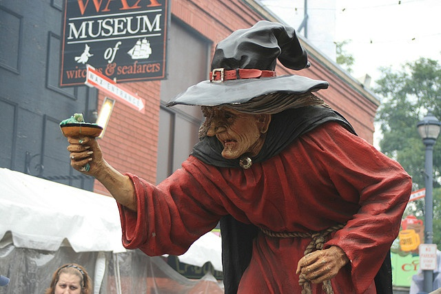 Halloween in Salem, Massachusetts...I really want to do this 1 day!!