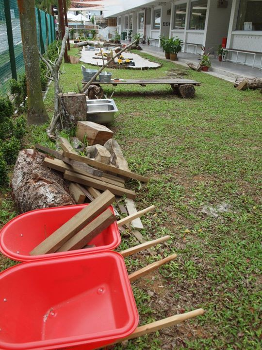 """Look at all these lovely resources for outdoor creativity at Blue House International School ("""",)"""