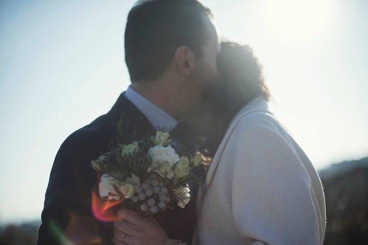 Thorny and tender flower bouquet. Небольшой букет невесты в синих тонах и с колючками. От студии Linden Linden