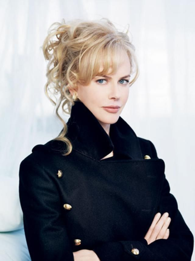 Nicole Kidman in a gorgeous military jacket. Love the messy pin-up, too.