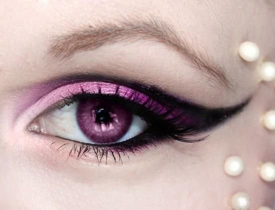 Bright pink and black eye shadow. Love this with the pink colored eye contacts (:
