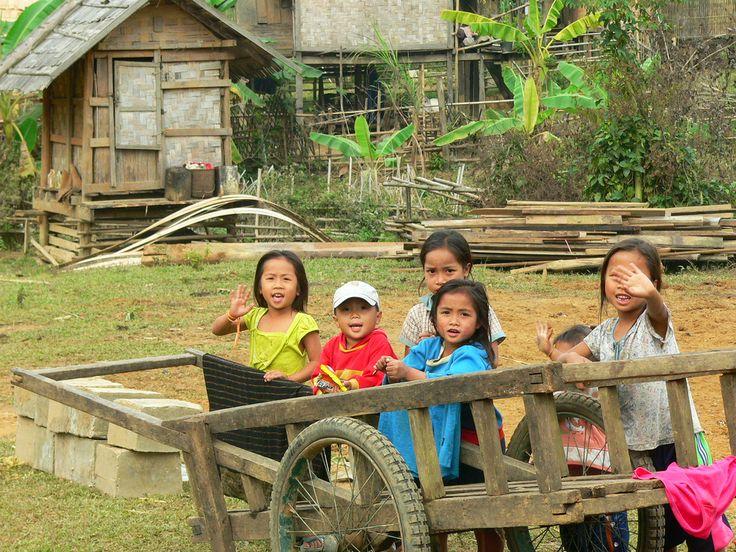 Vang Vieng, Laos (par brongaeh). En savoir plus: http://voyager-au-laos.com/sites-a-visiter/vang-vieng