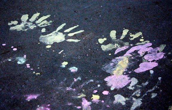 Ingredients for Homemade Sidewalk Paint:    -1/4 cup cornstarch    -1/4 cup cold water    -food coloring    -paintbrush    Seriously, can it get any easier?