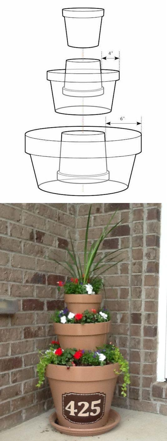 # 8.  Creare un capolavoro semplicemente impilando vasi.  - 13 Clever fiori Consigli e suggerimenti