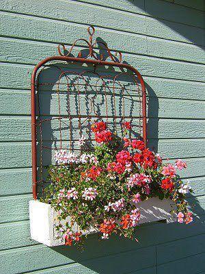 i want to make one of these :): Gardens Ideas, Garden Gates, Gardens Gates, Flowers Boxes, Planters Boxes, Old Gates, Flower Boxes, Wall Planters, Window Boxes
