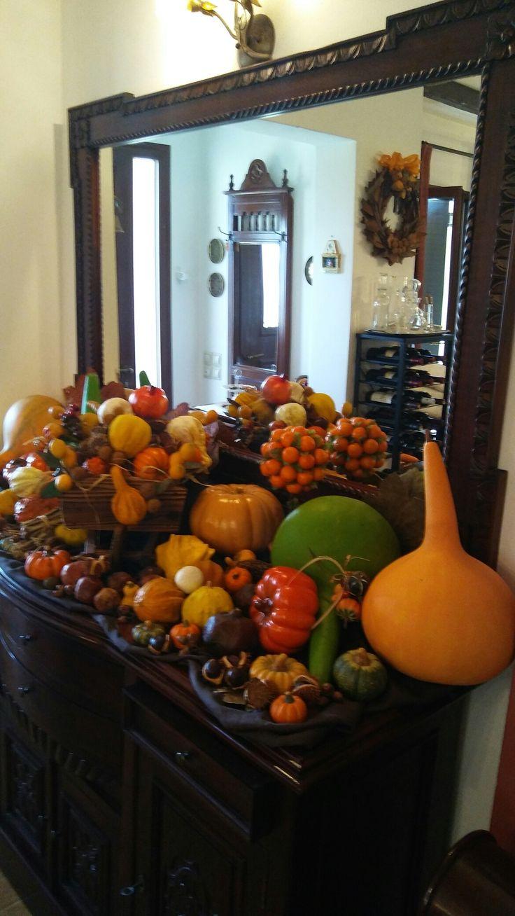 I love bringing seasons indoors!!I adore autumn colours.