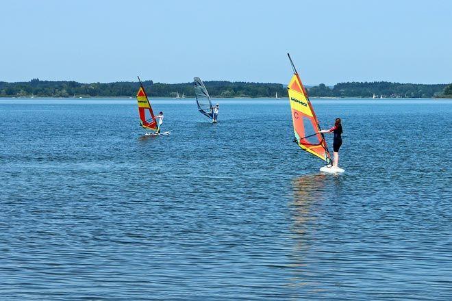 Tutta l'emozione dello sport in acqua in una cornice spettacolare come la costa della Maremma Toscana. Le onde, il vento e tutta la bellezza della costa toscana, per vivere gli sport a mare al meglio!