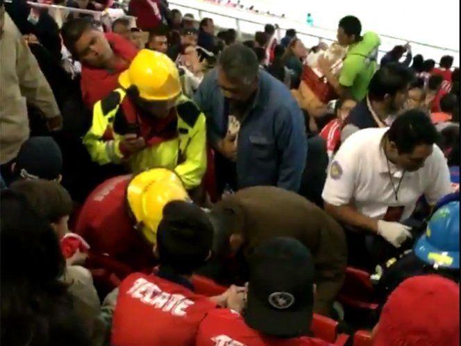 Aficionado muere en el partido Chivas vs Pumas - http://www.notimundo.com.mx/deportes/aficionado-muere-partido-chivas-vs-pumas/
