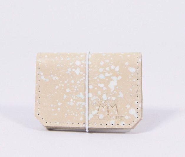 Handbemalter Geldbeutel aus Leder in Beige, beige leather purse with rubber band…