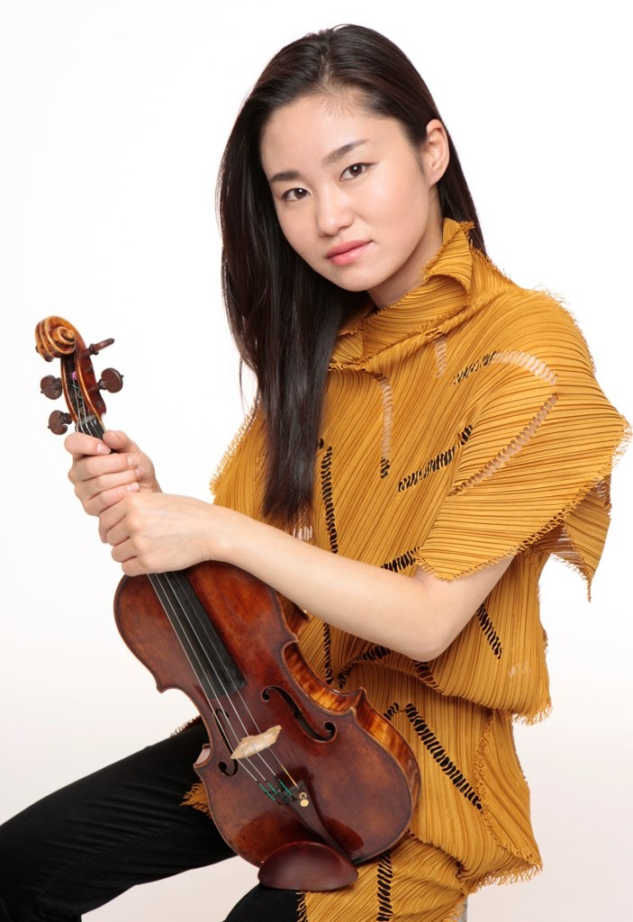shoji sayaka. Now she has a different violin....it's really nice!