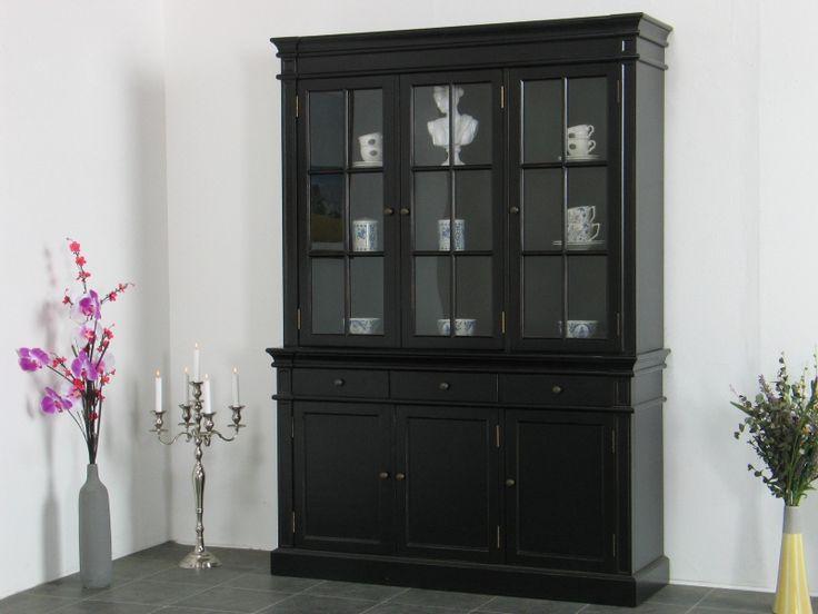 Amaretta 3-dørs vitrineskap bredde 142 cm, høyde 200 cm svart antikk patinert.9000
