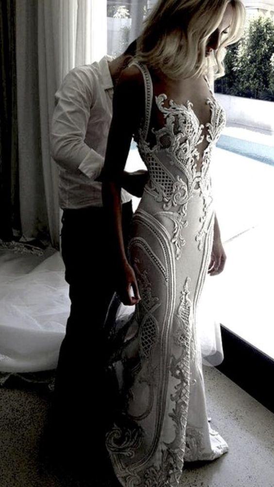 J'aton Couture vintage wedding dress - Deer Pearl Flowers / http://www.deerpearlflowers.com/wedding-dress-inspiration/jaton-couture-vintage-wedding-dress/