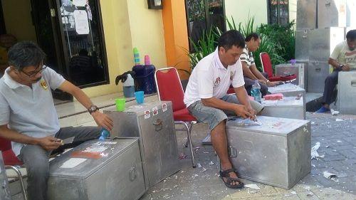 KPU Parepare Bersihkan Ratusan Kotak dan Bilik Suara