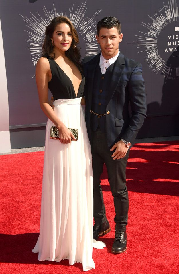 WIN- Just cuz she's from RI Nick Jonas and Olivia Culpo | All The Looks From The VMAs Red Carpet