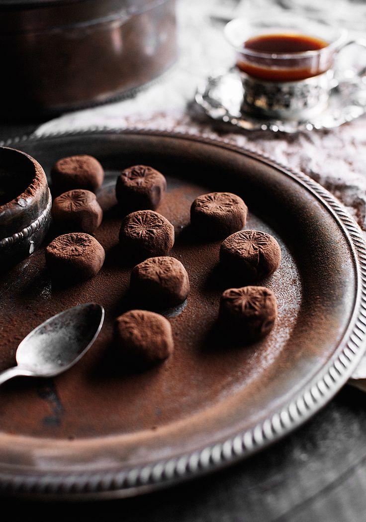 Il n'y a pas mille et une façons de réinventer la manière de présenter des truffes. Un rond, c'est un rond. Alors, je me suis dit que de les estamper afin de créer un joli motif serait vraiment original et ferait jaser.