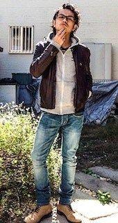ブラウンのレザージャケット×パーカー