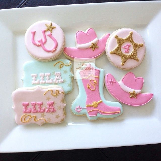 Cowgirl cookies! #natsweets #etsy #cowgirl #cowgirlparty #cowboy #boots #customcookies #party #pink #facebook #cookies #baking #yummy #partydecor #partyfavors #pinkandgold #sparkle #glitter #cowboyhat