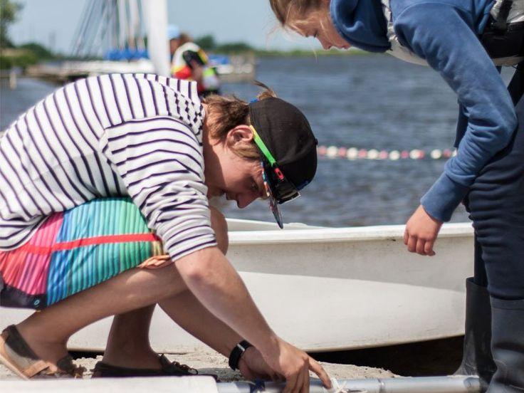 Watersportcamping Heeg is de groene boutique camping in Friesland aan open vaarwater met kampeerplaatsen. Bekijk hoe we jou een top vakantie kunnen geven.